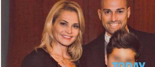 Il figlio di Simona Ventura lascia l'Italia e vive con Bettarini - today.it