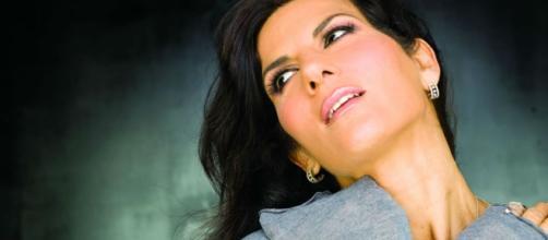 Pamela Prati chiede a Carlo Conti di portarla a Sanremo.