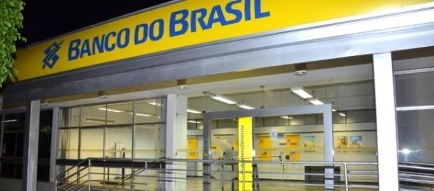 Banco do Brasil anuncia fechamento de centenas de agências