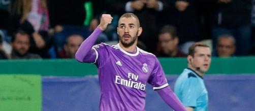 Benzema celebrando el 1-2 en la victoria del Real Madrid.
