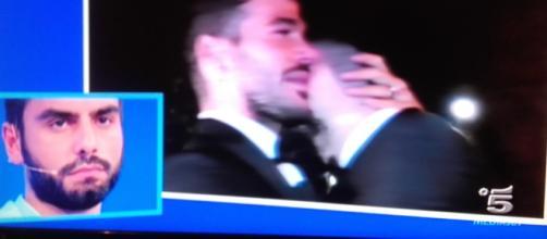 Francesco bacia Claudio e Mario decide di abbandonare