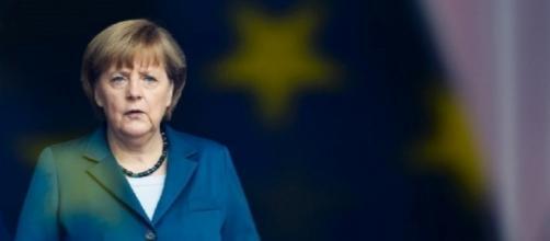 L'Unione Europea politicamente in difficoltà si aggrappa ad Angela Merkel