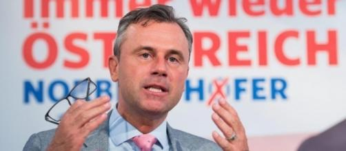 Norbert Hofer, candidato dell'ultradestra austriaca al ballottaggio per le presidenziali in programma il 4 dicembre