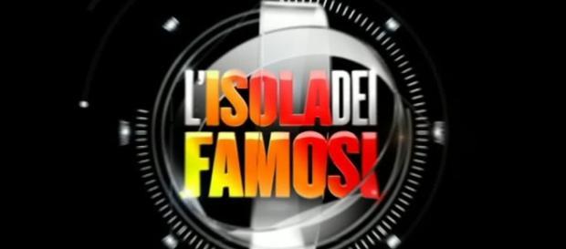 Isola dei Famosi 2017: arriva un prete tra i naufraghi e saltano Venier e Signorini?