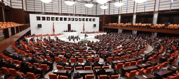 Bilan d'une réunion extraordinaire sous tension au Parlement ... - aujourdhuilaturquie.com