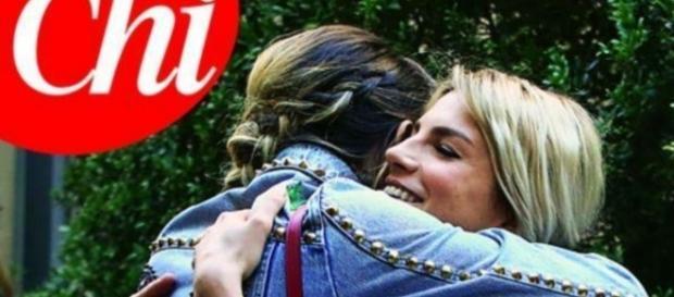 Emma Marrone abbraccia Laura Chiatti ed accende il gossip