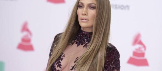 Jennifer Lopez red carpet Latin Grammy Awards