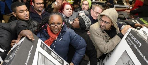 Les consommateurs partent à l'assaut des bonnes affaires du Black Friday
