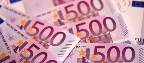 ECB's Surprise Moves Send Euro on Wild Ride - MoneyBeat - WSJ - wsj.com