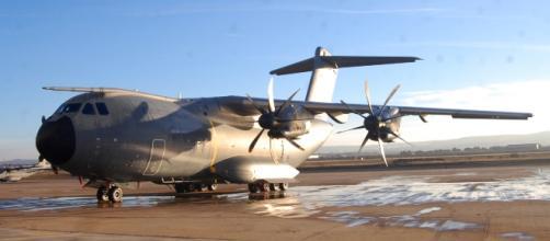 El primer A-400M en la plataforma de vuelo de Zaragoza.