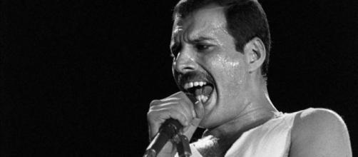 L'intramontabile mito di Freddie Mercury e i retroscena della malattia in un libro.