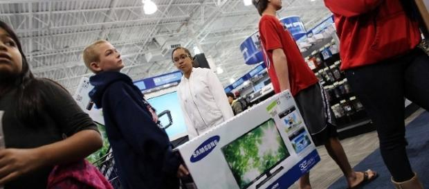 Black Friday deals for 2016 on HDTVs will be hot again. [Image via Flickr Creative Commons]