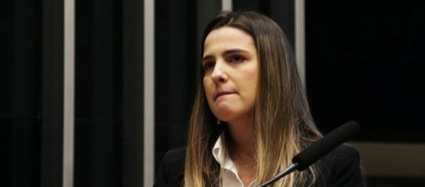 Clarissa Garotinho chora ao falar de 'arbitrariedades'