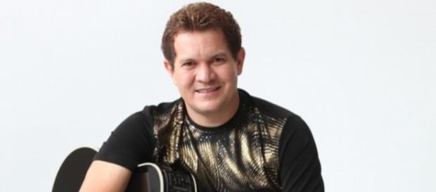 Guitarrista faz revelações sobre seu antigo casamento.
