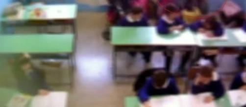 Maltrattamenti a scuola ai danni di bambini: 2 insegnanti agli arresti domiciliari