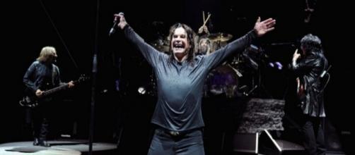 """Os mestres do Black Sabbath em ação: """"Tocar com Tony – Iommi – é incomparável, mas faz 47 anos que nos juntamos e esta é a hora de nos despedirmos"""""""