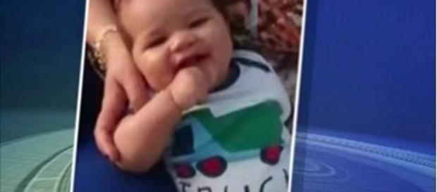 Bebê fica preso dentro do carro por cinco horas e morre