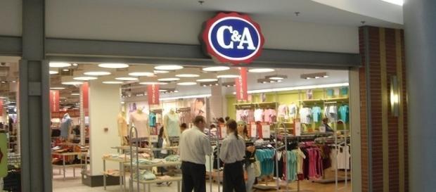 C&A abre vagas em todo o país e não exige experiência |By Stuart Caie(Flickr) [CC BY 2.0(httpcreativecommons.orglicensesby2.0)], via Wikimedia Commons