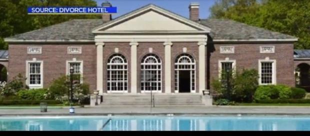Imagem do Hotel, onde os hóspedes entram casados e saem solteiros