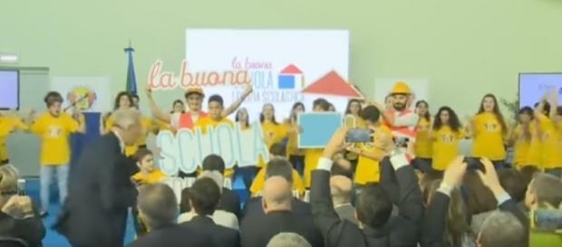 Ultime news scuola, 24 novembre: polemiche per il 'balletto' alla 'Neruda' di Roma in onore di Renzi e Giannini