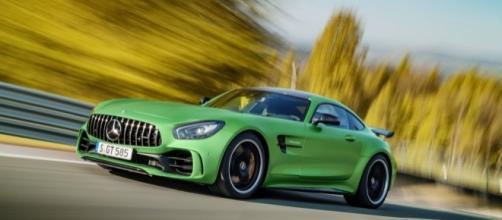 Novo Mercedes-AMG GT R é a nova versão top de linha e chega aos 319 km/h