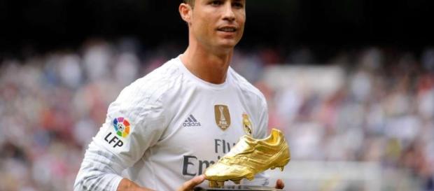 Cristiano Ronaldo e la nuova fidanzata al centro del gossip.