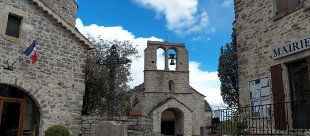 Eglise romane en Ardèche près des Vans - CC BY