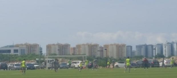 Flu realiza coletivo na antevéspera de encarar o Figueirense pelo Brasileirão (Foto: Hector Werlang / Globoesporte)