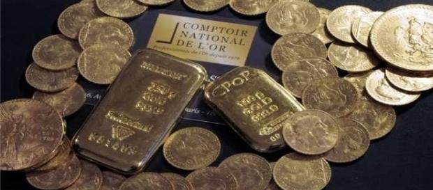 Homem herda casa e nela tem escondida uma verdadeira fortuna em ouro.