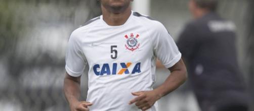 Elias ganhou o campeonato brasileiro pelo Corinthians, em 2015.