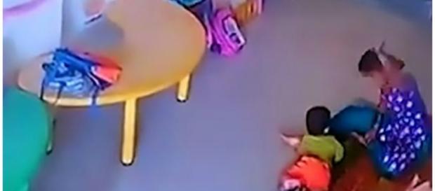 Ama foi flagrada pelas câmeras de segurança da creche