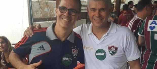 Apoiado por Peter Siemsen, Pedro Abad (de camisa azul) vence as eleições e será o presidente do Fluminense nos próximos três anos (Foto: O Tricolor)
