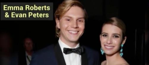 Evan Peters et Emma Roberts à une soirée