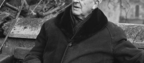 John Ronald Reuel Tolkien dans sa campagne anglaise