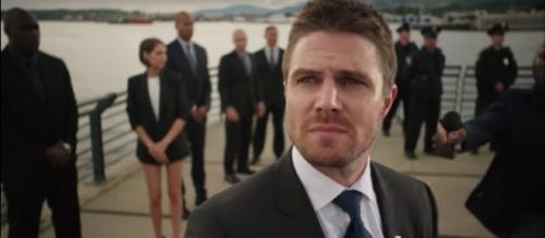 Oliver Queen/The Arrow (Stephen Amell) in 'Arrow'/Photo va screencap, 'Arrow'