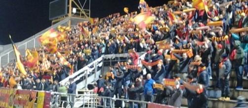 Tifosi leccesi a Taranto. Foto Diego F.