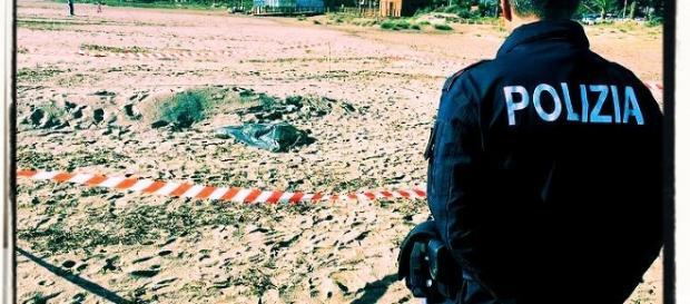 Il copro saponificato di un uomo è stato trovato al Poetto da un passante che ha avvertito la Polizia.