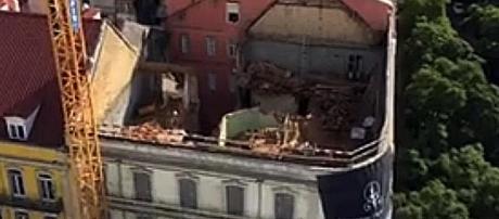 Fragilidade das estruturas obrigaram a um trabalho cuidadoso por parte dos bombeiros