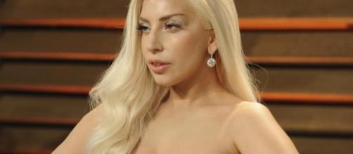 Lady Gaga se fait vomir dessus en concert, les twittos dégoûtés ... - meltybuzz.fr