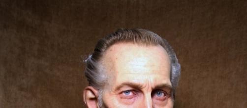 """Voici un buste taille réelle réalisé par Jordu Schell, il représente l'acteur Britannique Peter Cushing tels qu'il apparait dans """"Star Wars""""."""