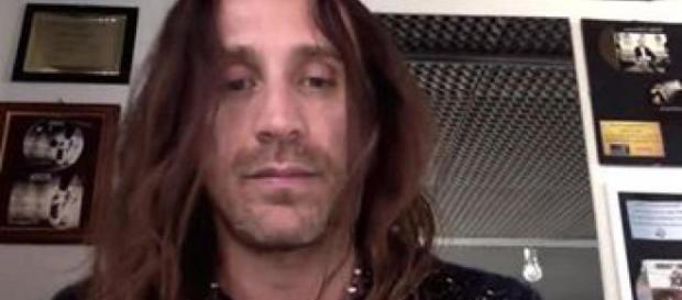 Il cantante Povia in un'immagine presa da un video