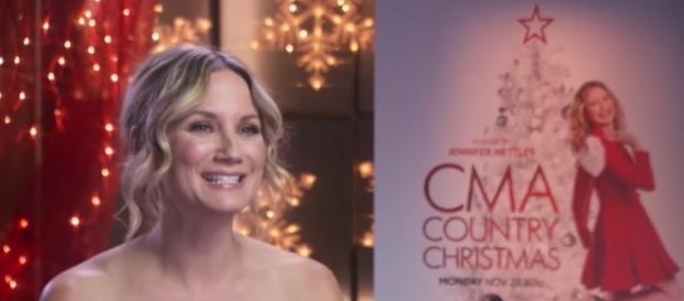 Jennifer Nettles hosts 'CMA Country Christmas' 2016 special on ABC. [Screenshot via ABC Networks]
