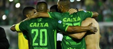O Brasil está de luto e reza pelos sobreviventes