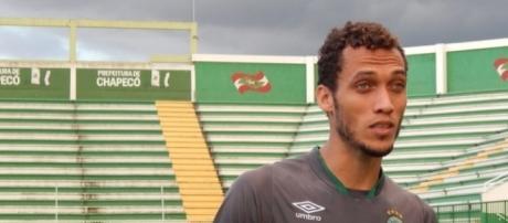 Zagueiro Neto sobreviveu ao acidente