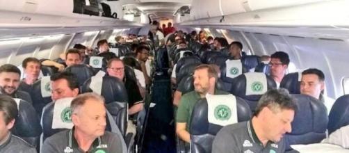 A bordo dell'aereo precipitato in Colombia c'era l'intera squadra brasiliana, in volo verso la finale della Coppa Sudamericana