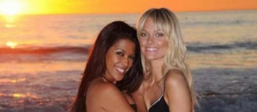 Ayem et Caroline, amies à l'écran mais rivales en coulisses (Hollywood Girls)