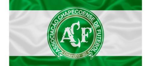 Bandeira da Chapecoense - Avião sofreu acidente terça-feira