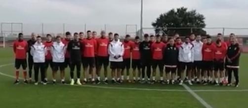 Equipa do Benfica fez um minuto de silêncio antes do treino.