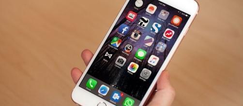 Immagine: il melafonino targato Apple.