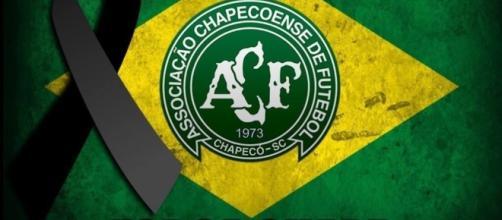 Jogadores de futebol e times lamentam acidente com Chapecoense